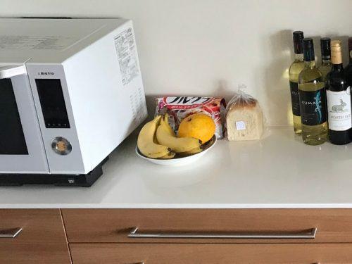 カウンターの上の果物