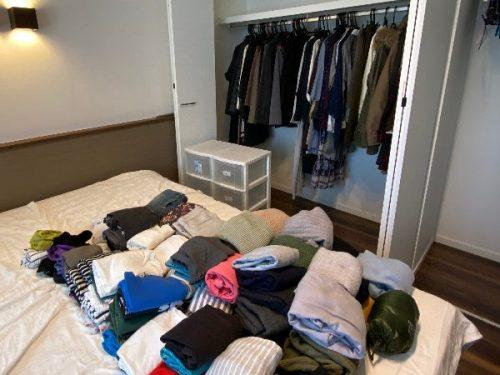 収納する服